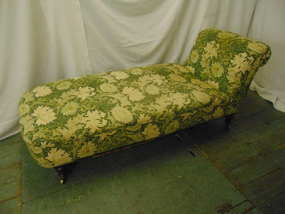 Lot 16 - A late Victorian upholstered chaise longue/day bed on four turned cylindrical legs, 68 x 168 x 70cm