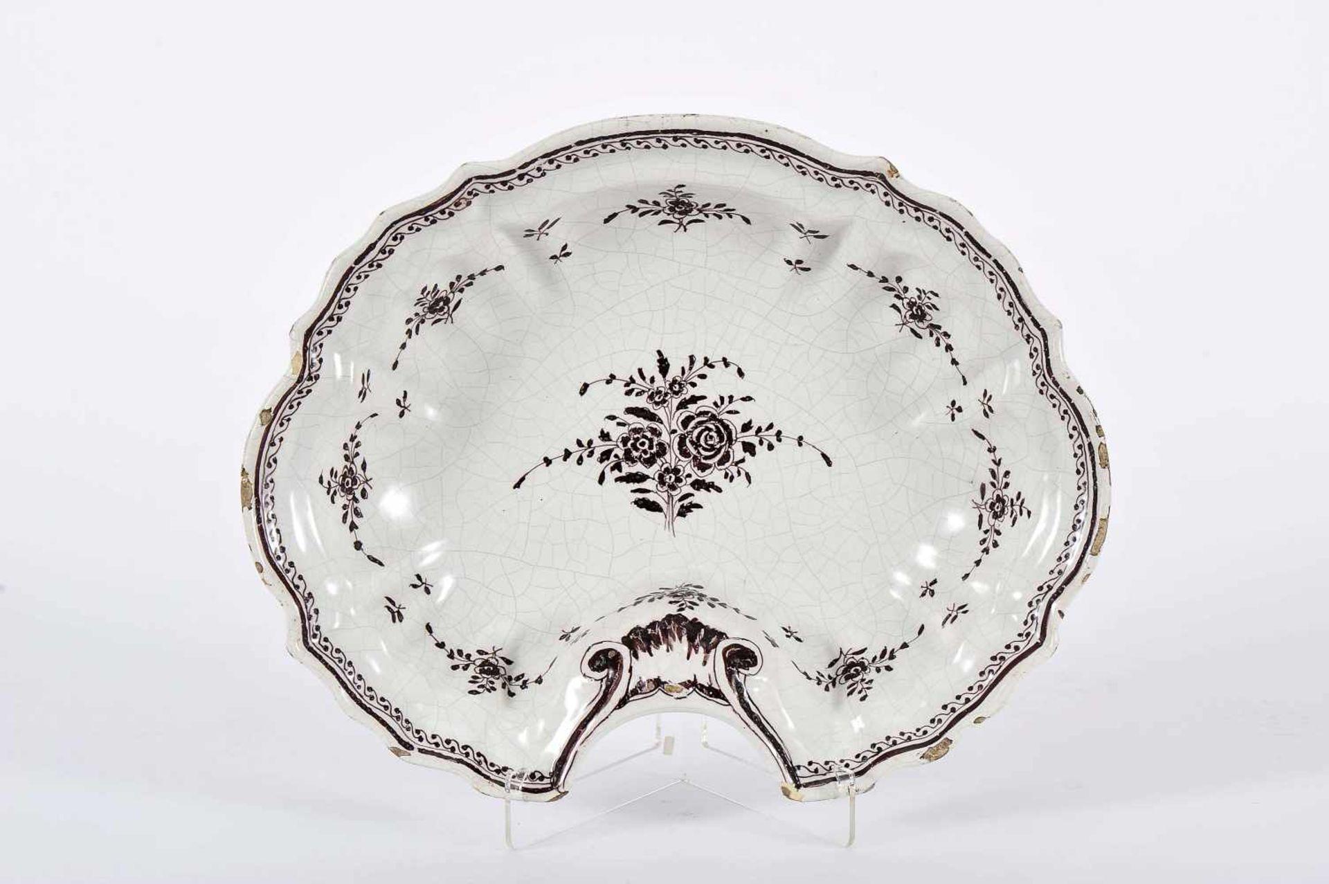 """Los 73 - A Shaving BowlA Shaving Bowl, rocaille, faience, vinous decoration """"Flowers"""", Portuguese, 18th C...."""