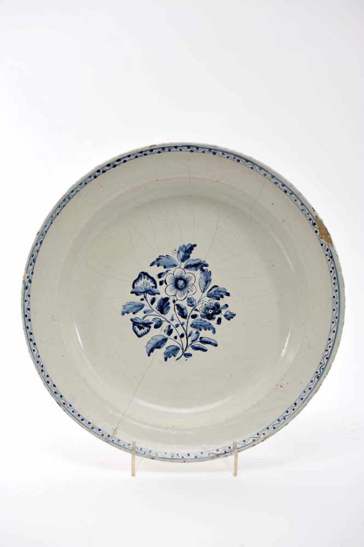 "Los 75 - A Large DishA Large Dish, Viana do Castelo faience, blue decoration ""Flowers"", Portuguese,..."