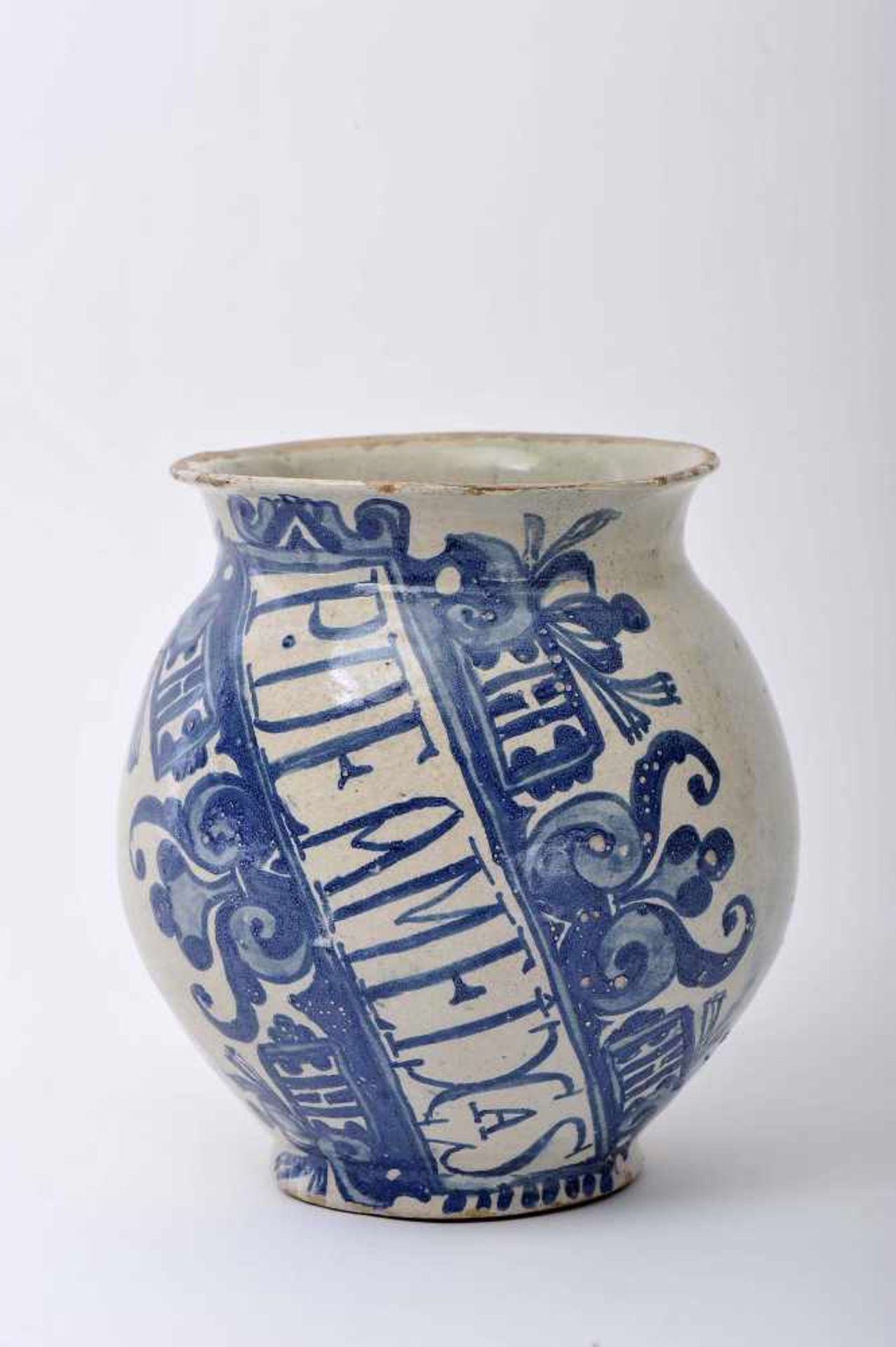 Los 61 - A Pharmacy PotA Pharmacy Pot, faience, blue «Barroque cartouche» decoration, motto with...