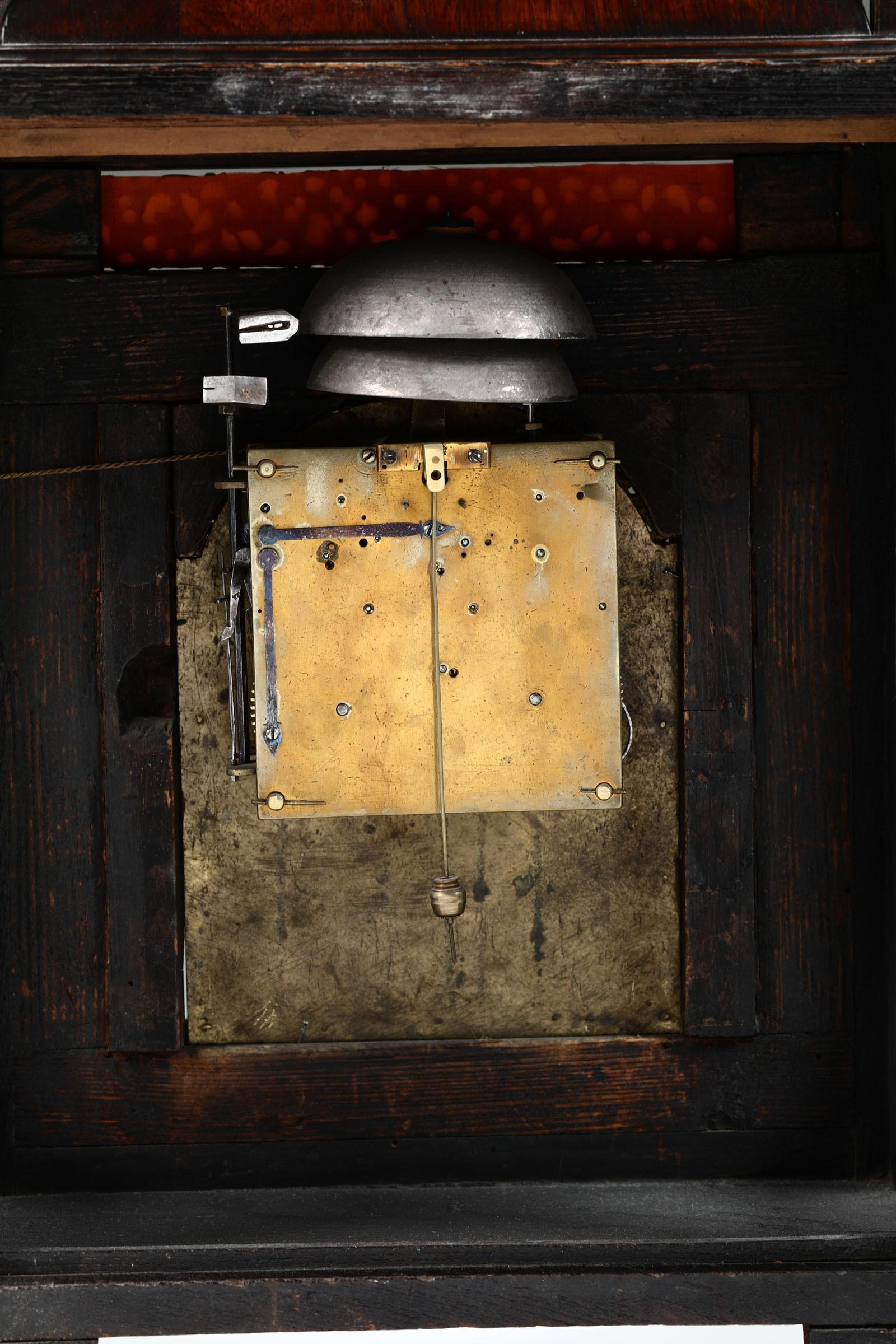 Lot 125 - Pendola romana con cassa impiallacciata in noce, Roma, XVIII secolo, - Riporti e [...]