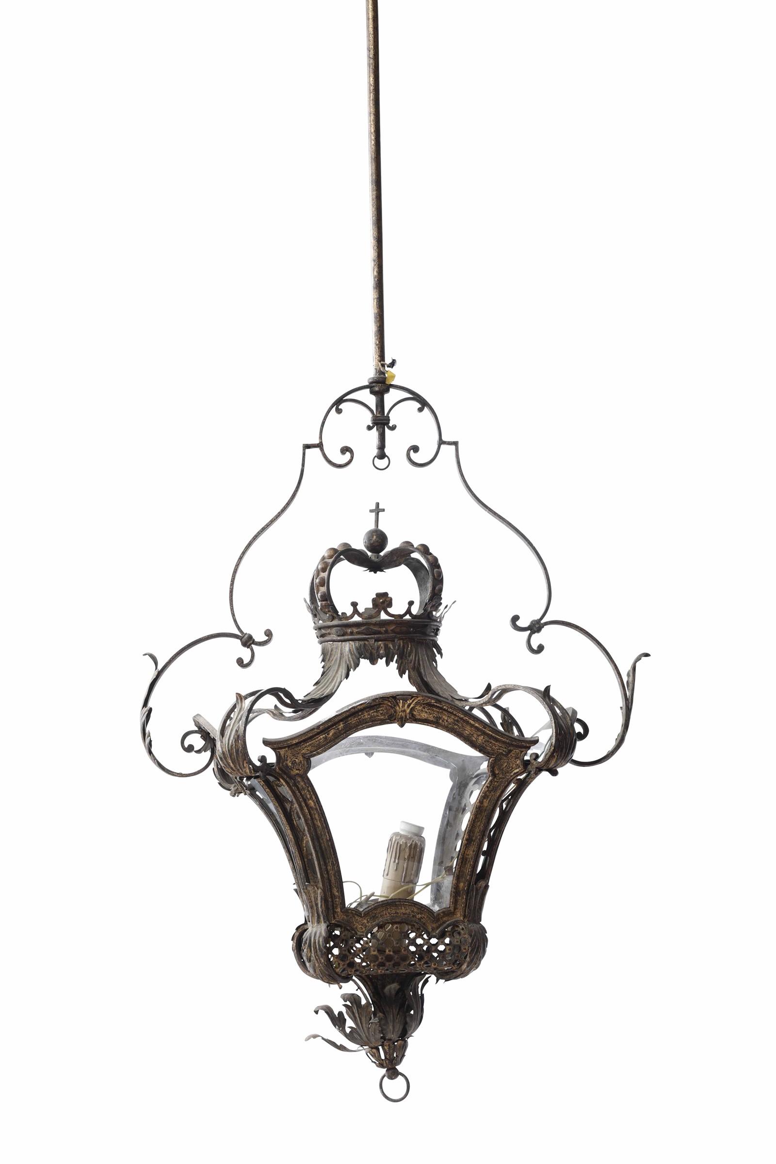 Lot 134 - Monumentale lanterna in metallo forgiato, traforato e lumeggiato in oro. Arte barocca [...]