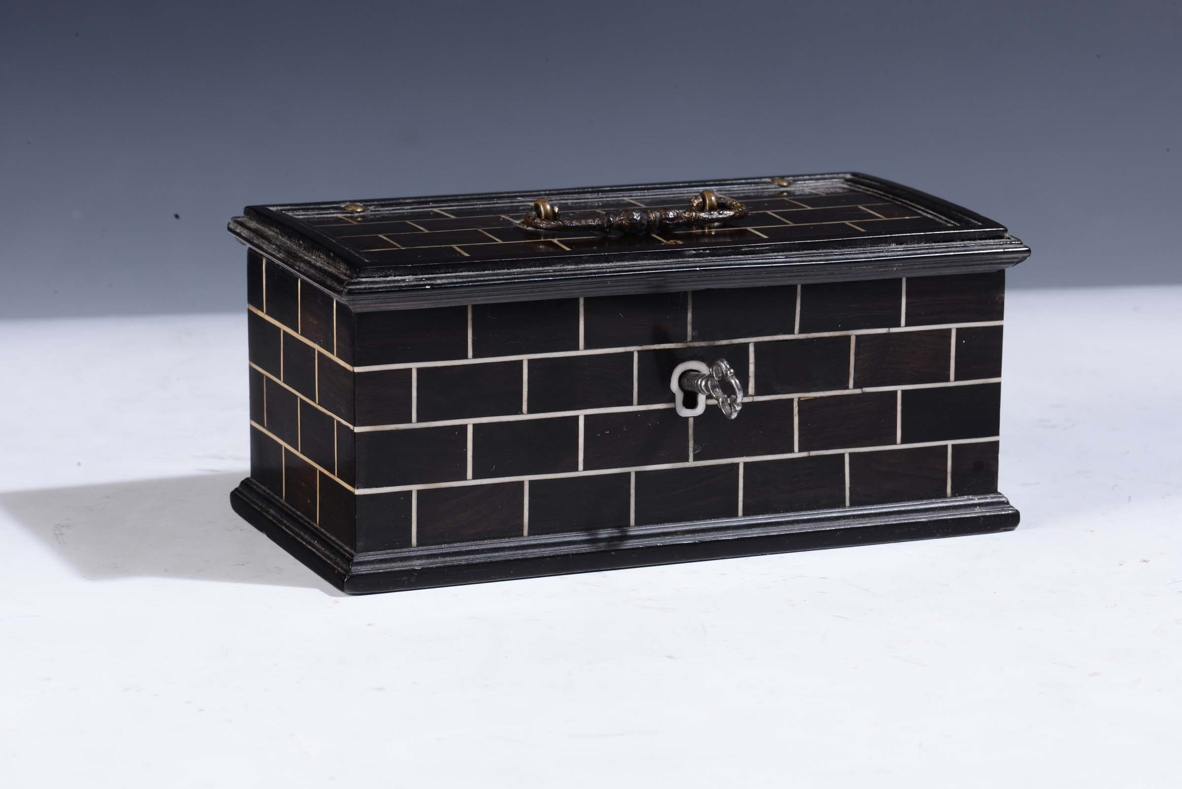 Lot 156 - Italy or Germany, 17th century, Rectangular casket - wood and ivory, cm 17x8,5x7,5 -