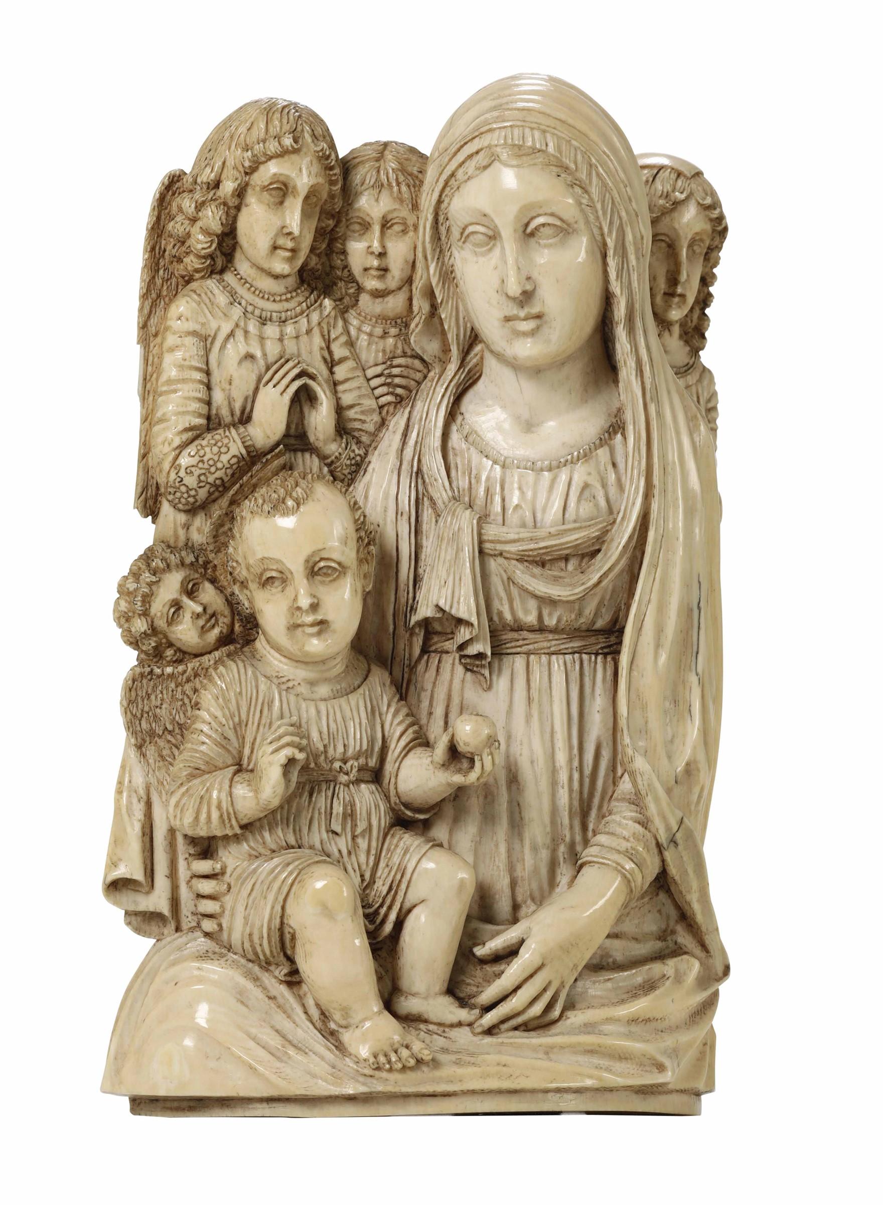 Lot 152 - Madonna con Bambino e Angeli. Avorio scolpito. Probabile arte coloniale [...]