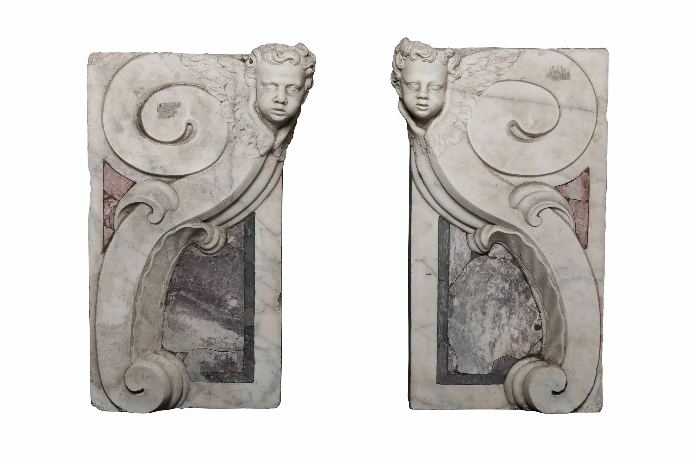 Lot 108 - Coppia di mensole in marmo bianco e breccia colorata. Arte barocca italiana, [...]