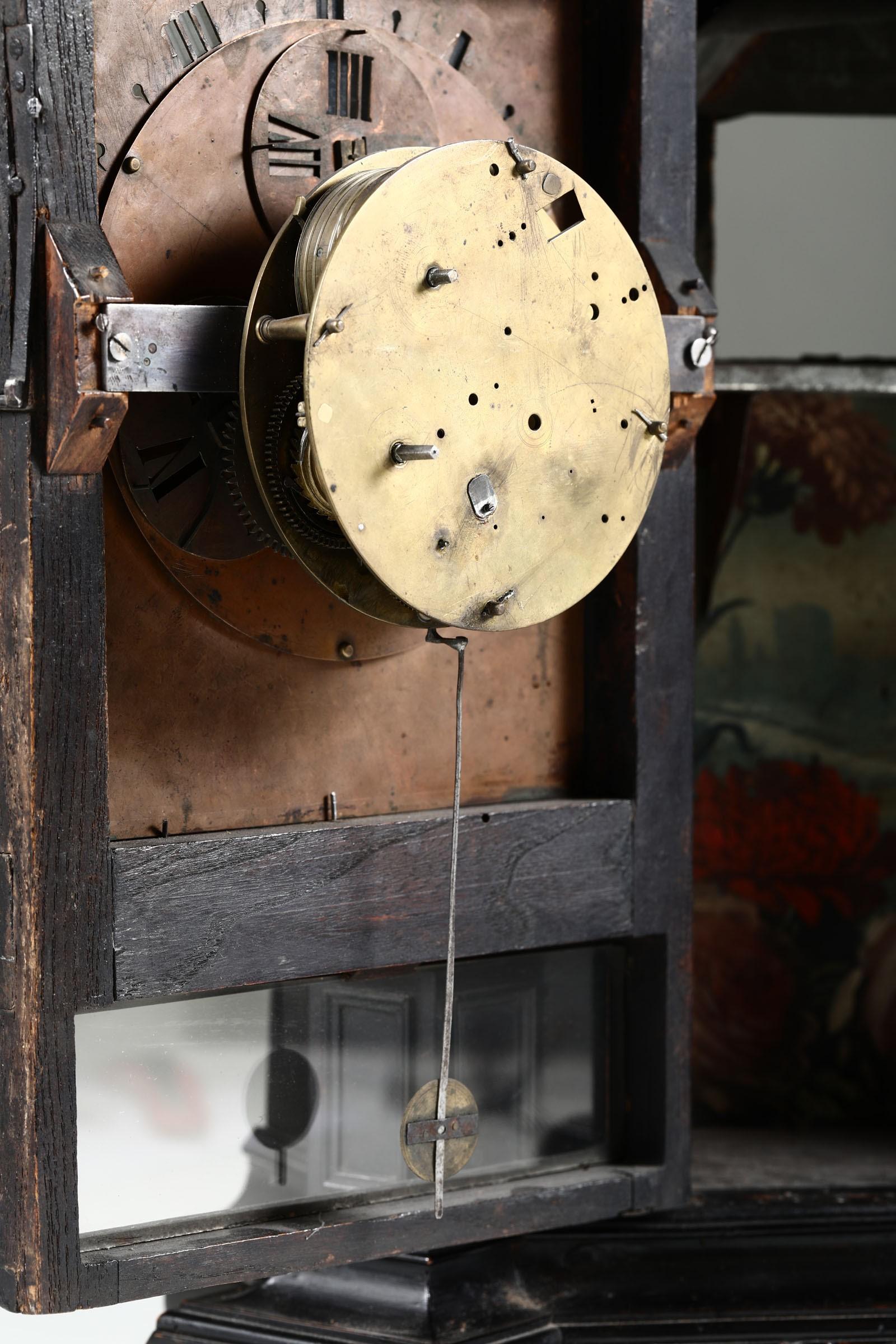 Lot 123 - Orologio notturno in ebano, Italia XVII secolo, - Cassa in ebano con cimasa a [...]