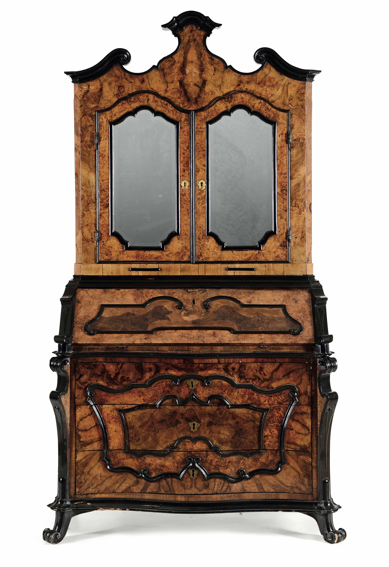 Lot 130 - Trumeau Luigi XIV, Lombardia XVIII secolo, - lastronato in radica di noce, base a [...]