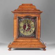 Pendola da tavolo con cassa in legno, XVIII secolo, - Scappamento a verga. [...]