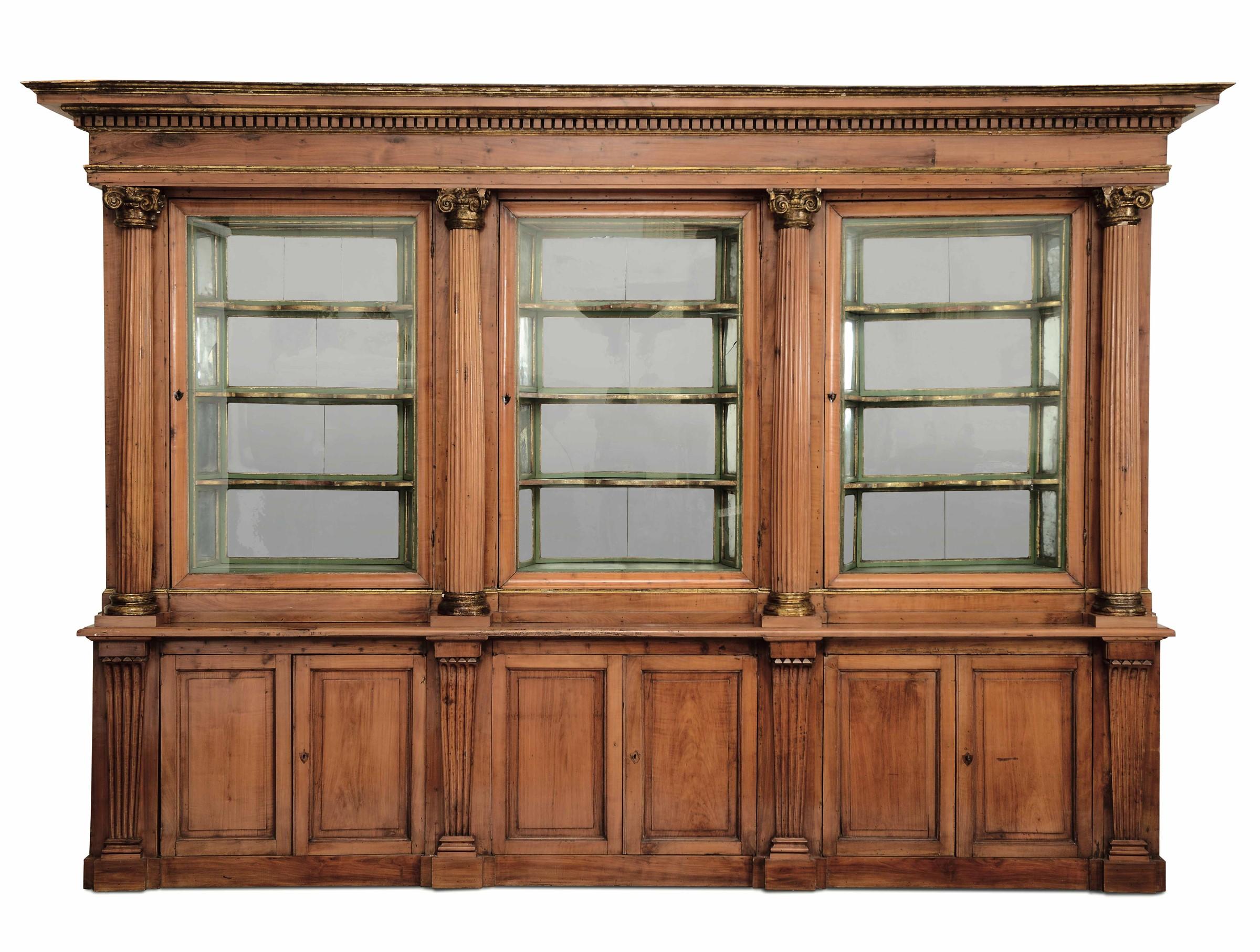 Lot 120 - Grande vetrina da speziale in legno intagliato, XVIII secolo, - sei ante alla base, [...]