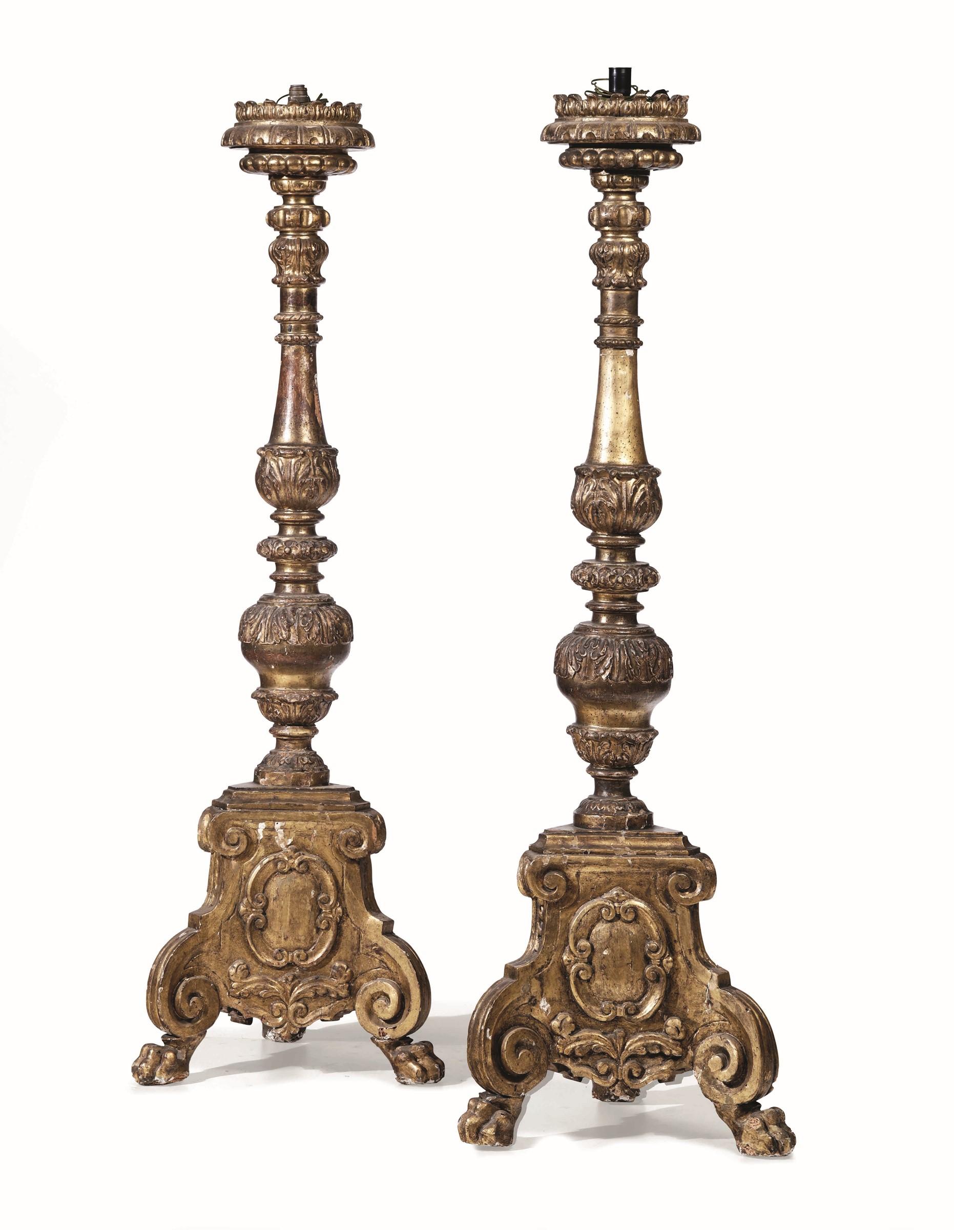 Lot 135 - Coppia di grandi torciere in legno intagliato e dorato. Italia centrale, XVIII [...]