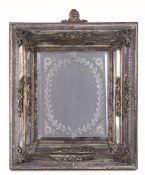 Specchiera. Vetro soffiato molato e metallo dorato. Venezia o Germania, XVIII secolo, [...]