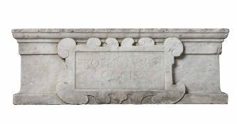 Architrave in marmo scolpito. Lapicida del XV secolo e interventi successivi, - cm [...]