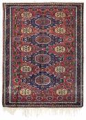 Soumak, Caucaso inizio XX secolo, - campo mattone con quattro grossi medaglioni blu, [...]