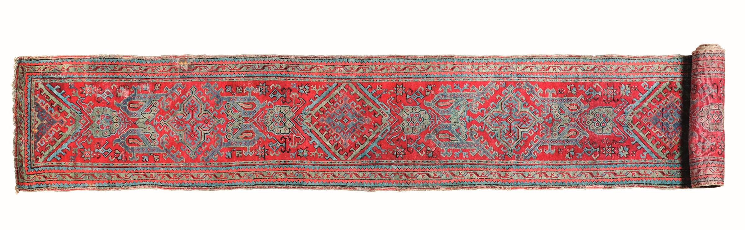 Passatoia Anatolia fine XIX secolo, - campo rosso con medaglioni sovrapposti, cm [...]
