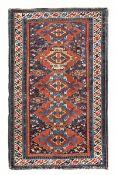 Tappeto Shirvan Caucaso fine XIX inizio XX secolo, - campo azzurro con cinque [...]