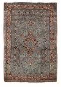 Tappeto Theran, Persia inizio XX secolo, - particolare il campo verde, bordura blu [...]
