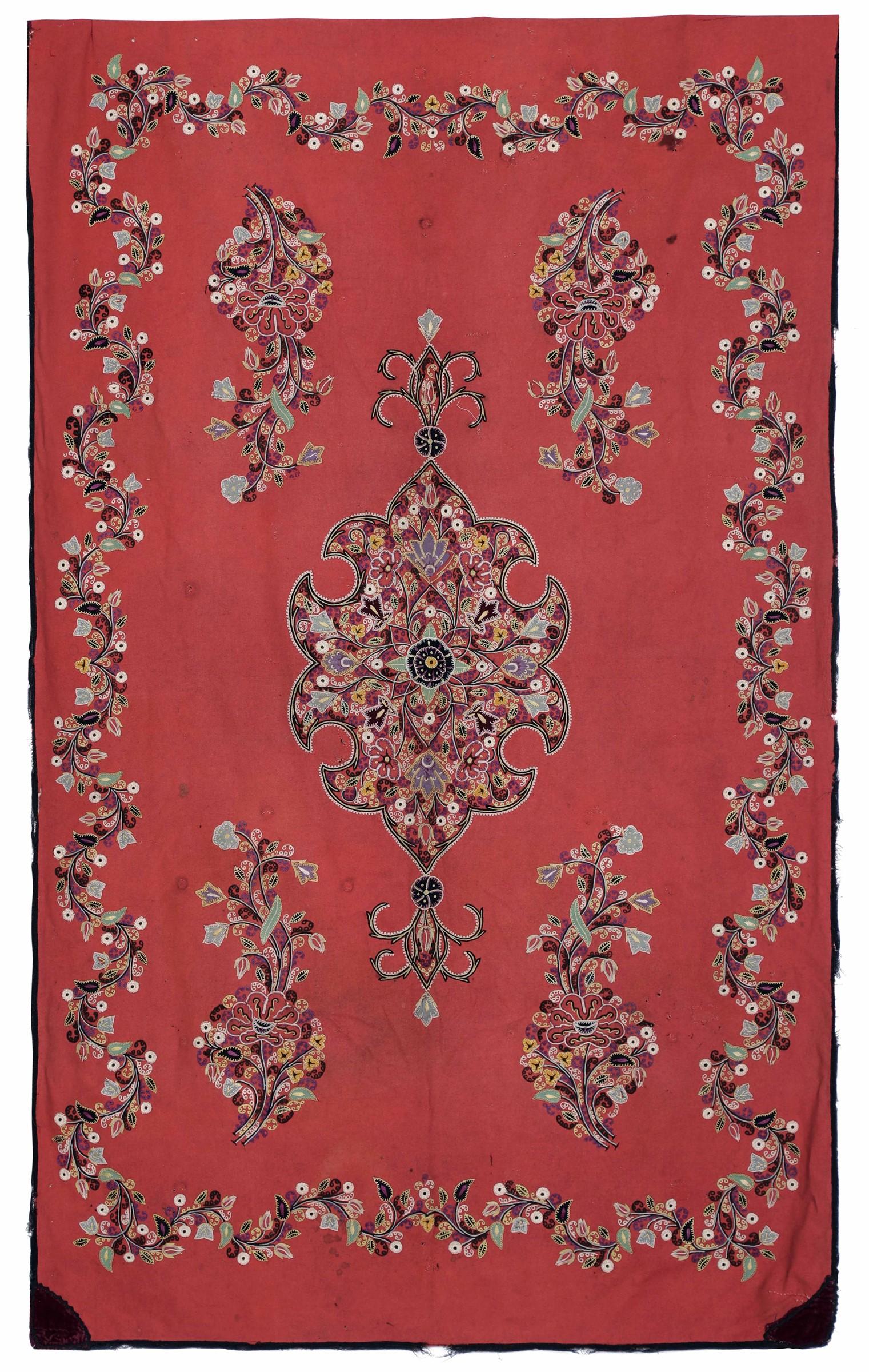 Ricamo Persia inizio XX secolo, - ricamo su stoffa rossa, cm 179x107 -