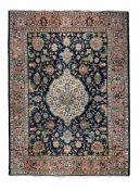 Tappeto Persia inizio XX secolo, - campo blu con medaglione centrale ,cm 380x275 -