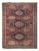 Soumak Caucaso, fine XIX secolo, - campo mattone con tre medaglioni blu, cm 258x195 -