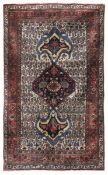 Tappeto Bidjar, Persia inizio XX secolo, - campo chiaro con bothe, medaglione [...]