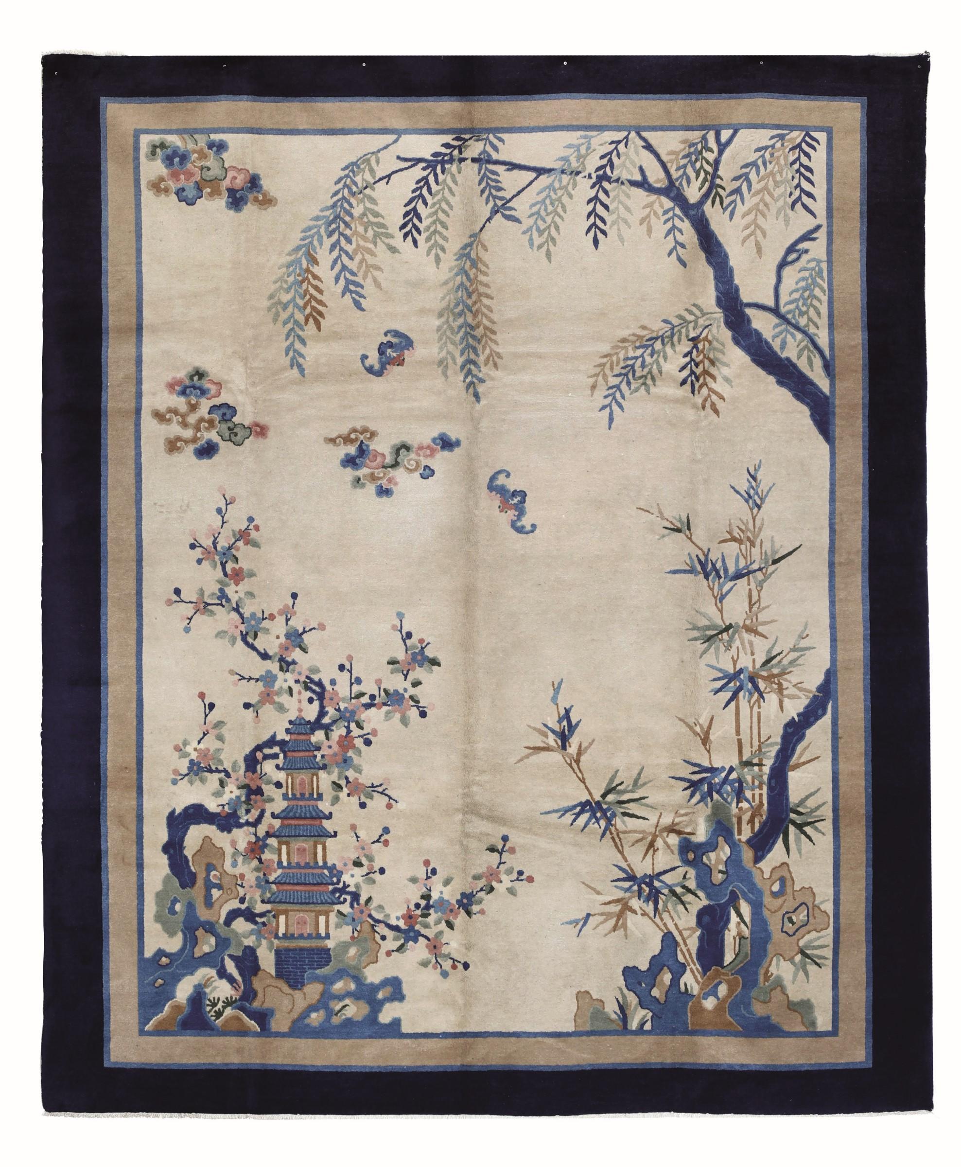Tappeto Cina, prima metà XX secolo, - campo chiaro con paesaggio, cm 296x252 -