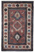 Tappeto Kazak, Caucaso fine XIX secolo, - campo mattone con medaglioni uncinati, [...]