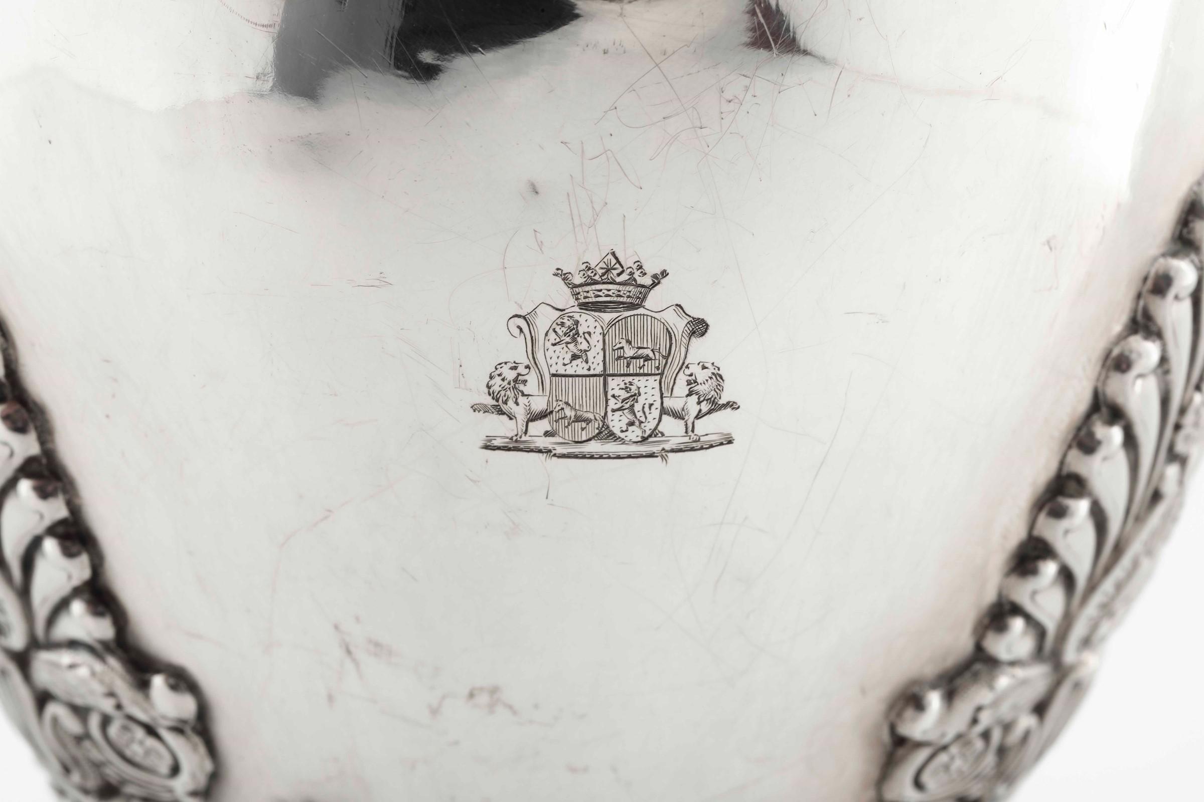 Caffettiera in argento primo titolo fuso, sbalzato e cesellato. Francia marchi di [...] - Image 2 of 5