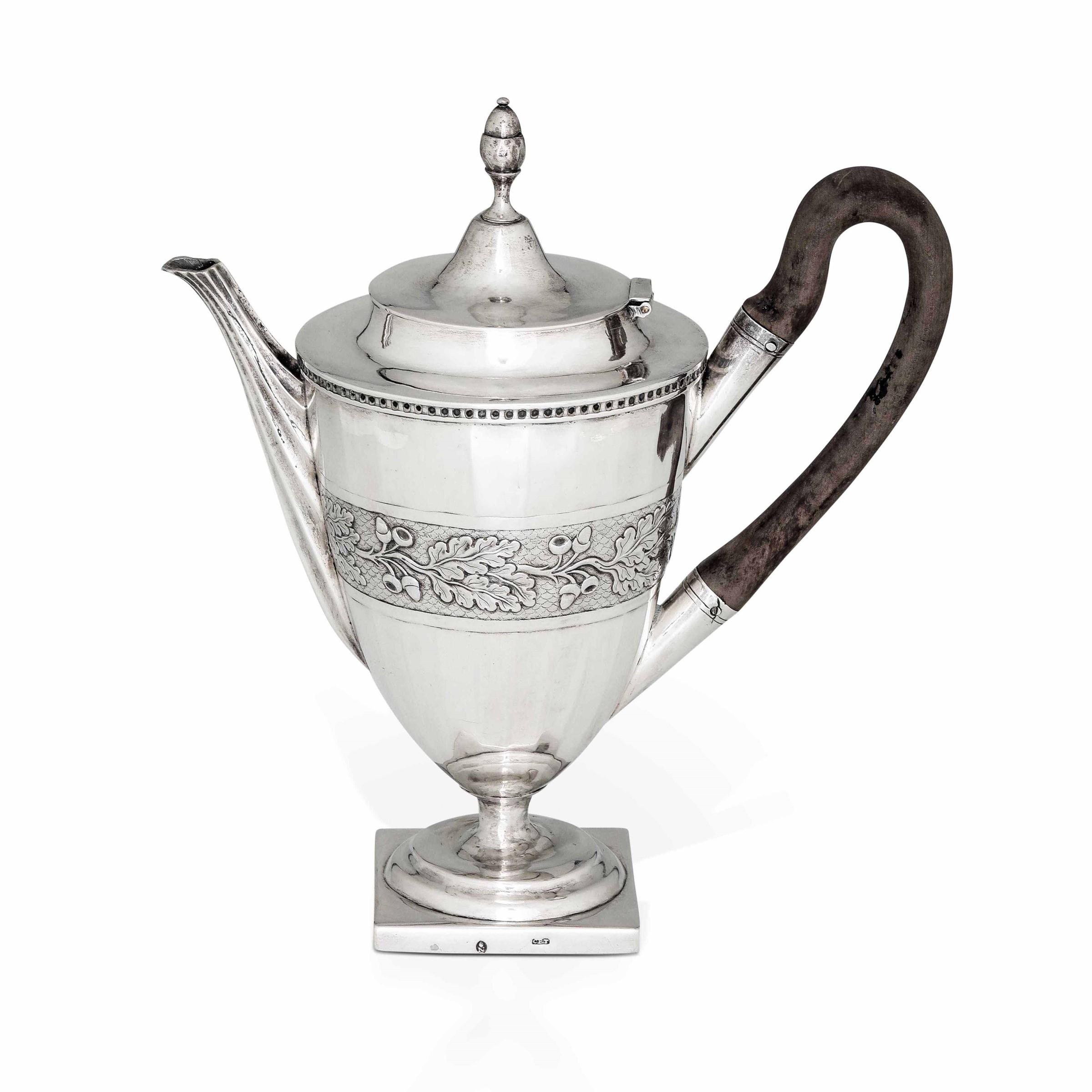 Caffettiera in argento fuso, sbalzato e cesellato. Ausburg 1802, argentiere Karl [...]