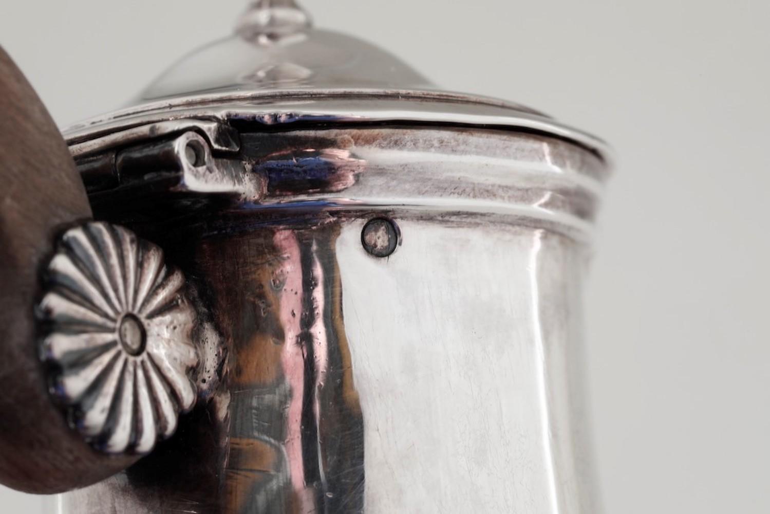 Bricco in argento primo titolo fuso e sbalzato. Parigi 1803-1819, - gr. 180, altezza [...] - Image 3 of 3