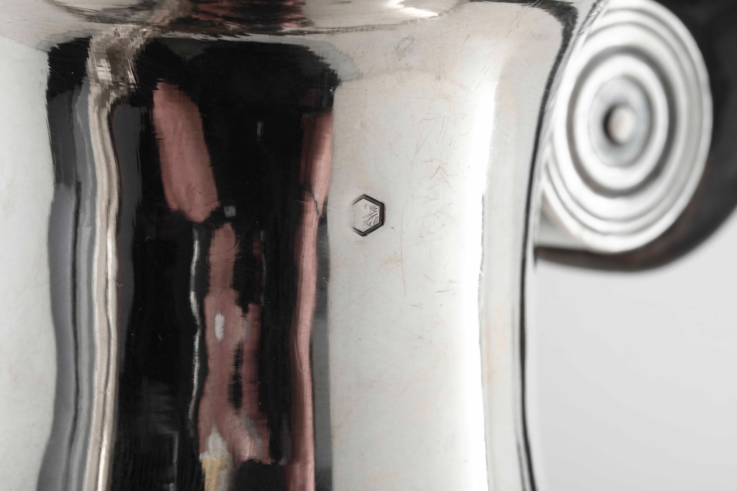 Caffettiera in argento primo titolo fuso, sbalzato e cesellato. Francia marchi di [...] - Image 4 of 5