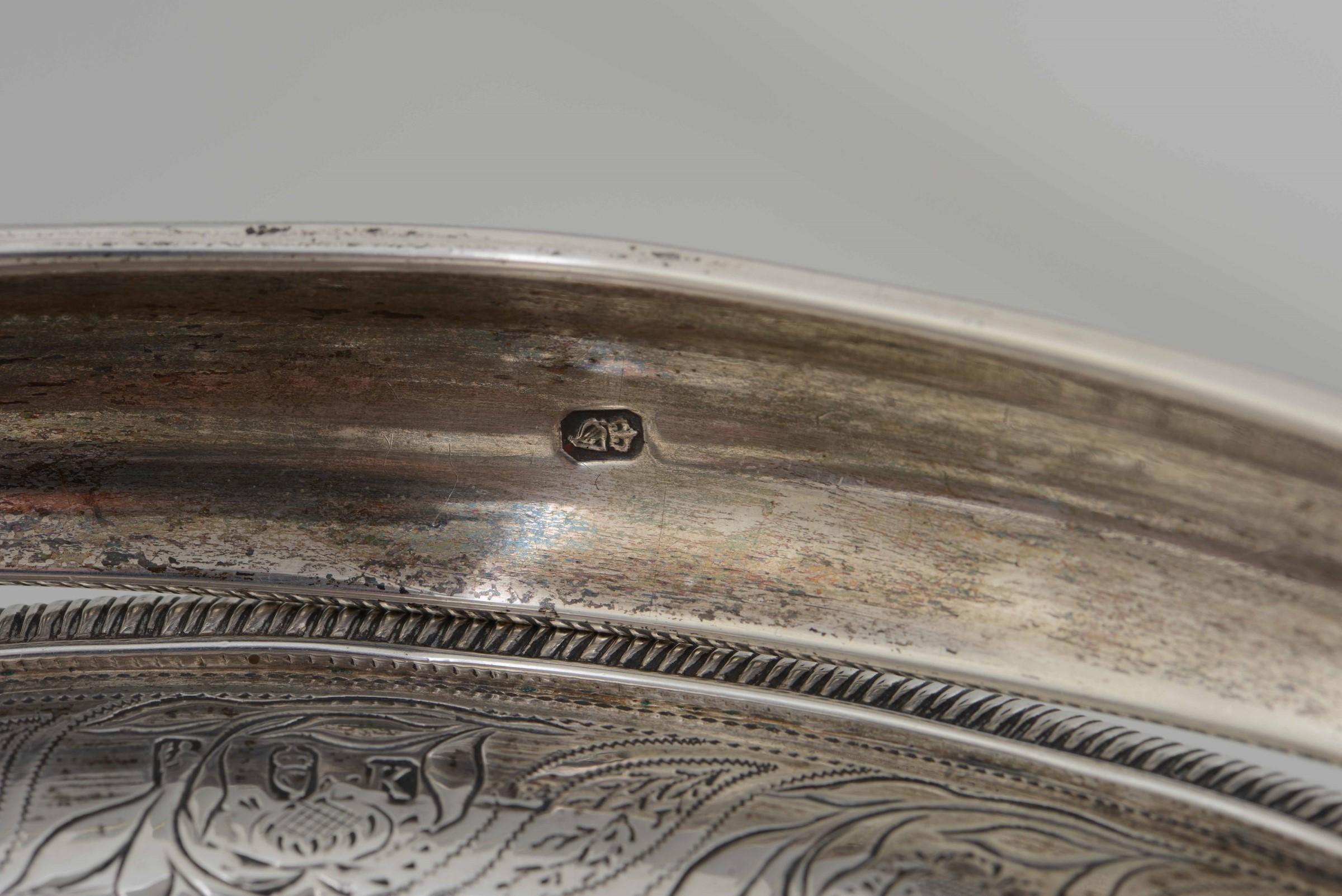 Cestino in argento fuso, sbalzato e cesellato. Irlanda XIX secolo, - gr. 941, cm [...] - Image 3 of 3