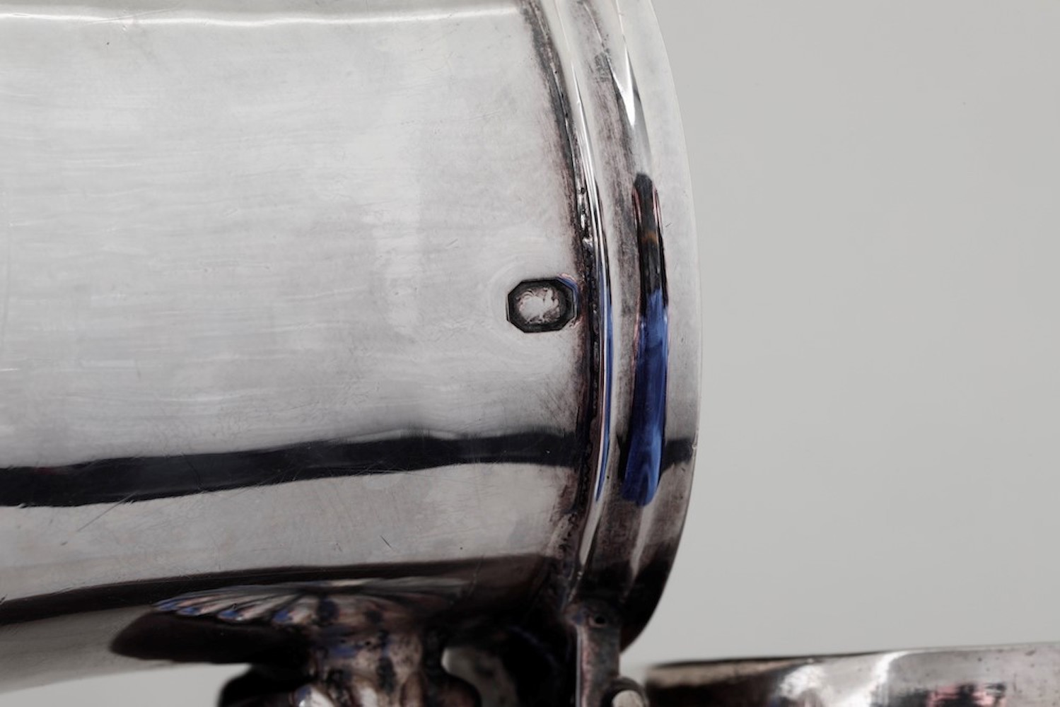 Bricco in argento primo titolo fuso e sbalzato. Parigi 1803-1819, - gr. 180, altezza [...] - Image 2 of 3