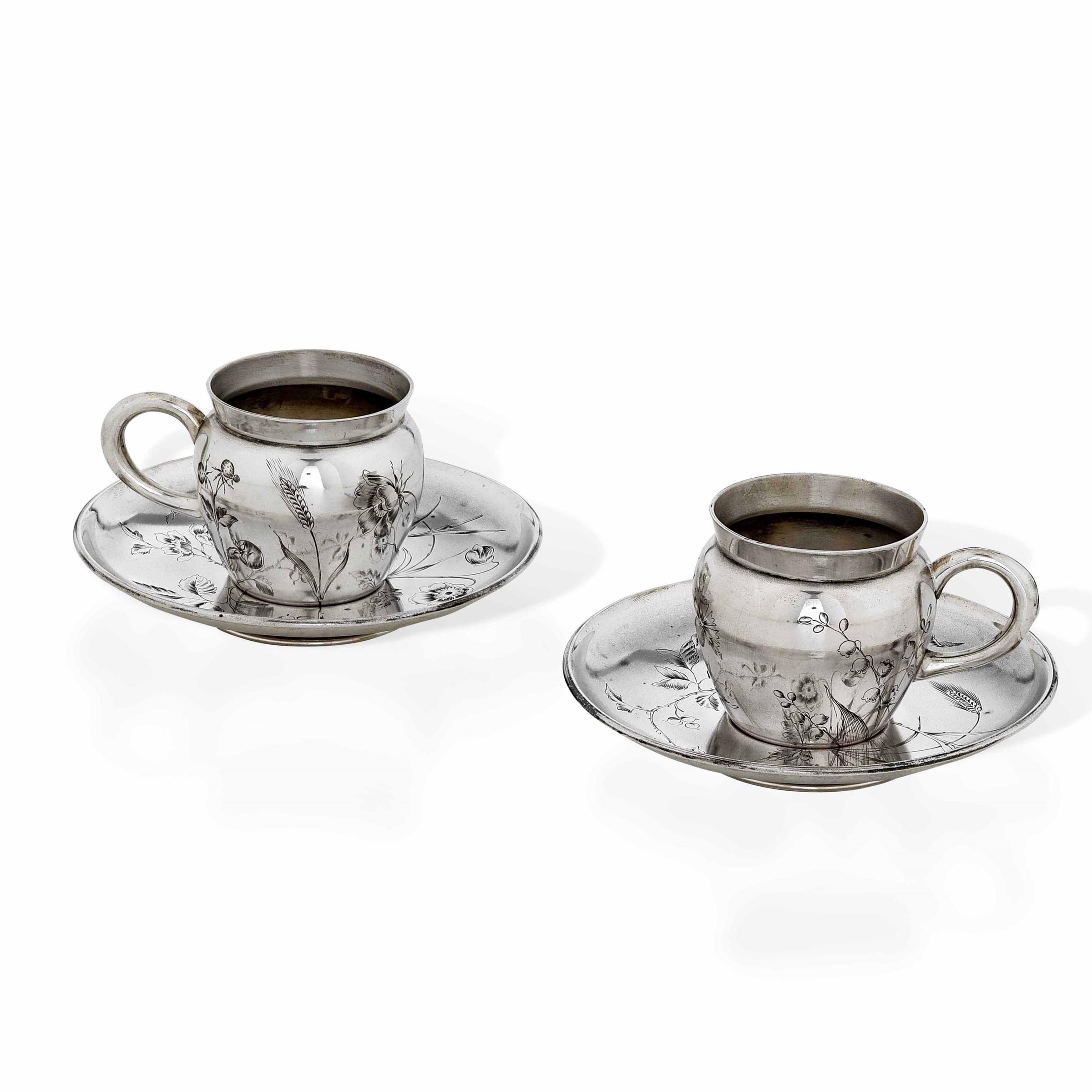 Servizio tete a tete in argento Art Nouveau composto da due tazze e piattini. Punzoni [...]