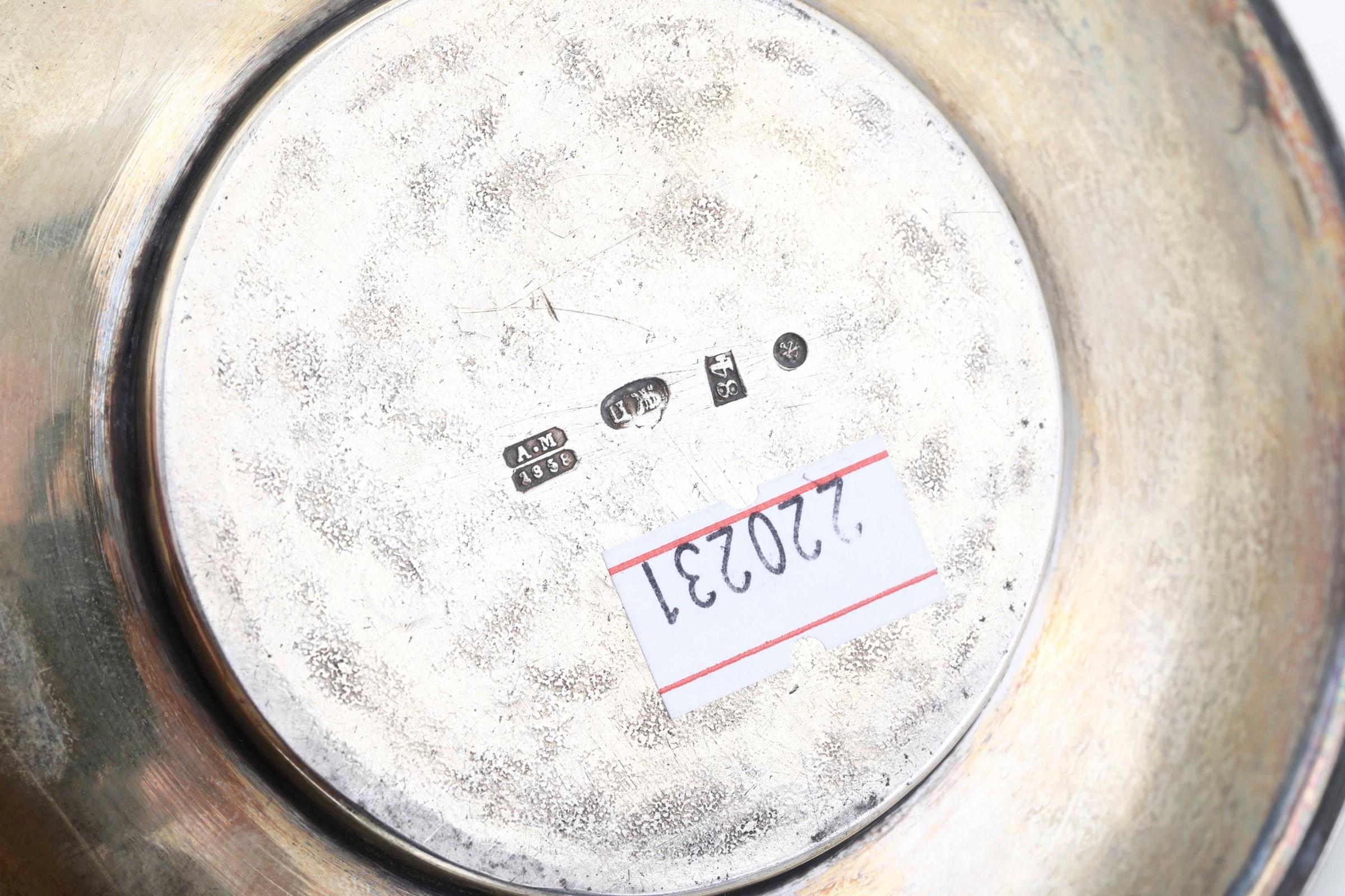 Tazza da vodka in argento sbalzato, cesellato, dorato e niellato. San Pietroburgo [...] - Image 3 of 4