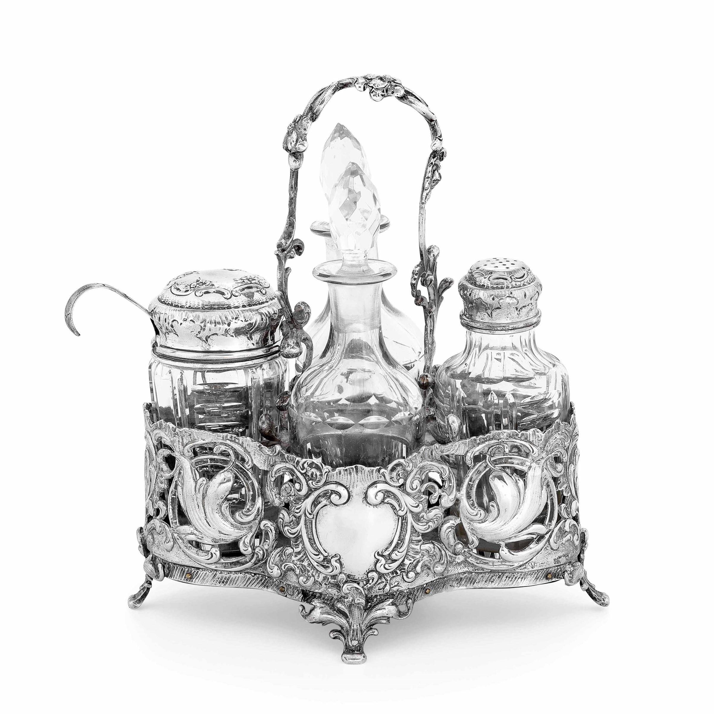 Acetoliera in argento fuso, cesellato e traforato, ampolle in vetro molato. Impero [...]