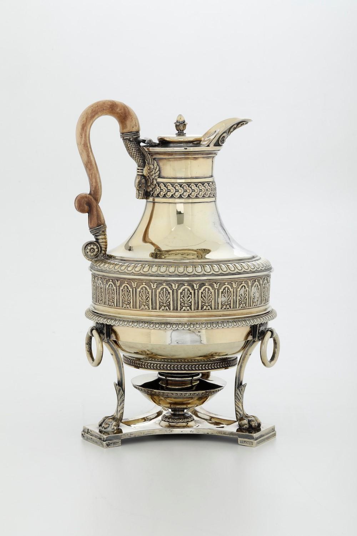 Brocca con fornello in argento, fuso, sbalzato, cesellato e dorato. Marchi della [...] - Image 5 of 5