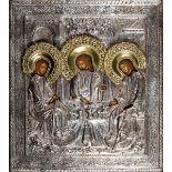 Icona con riza in argento sbalzato e cesellato raffigurante la Trinità nell'Antico [...]