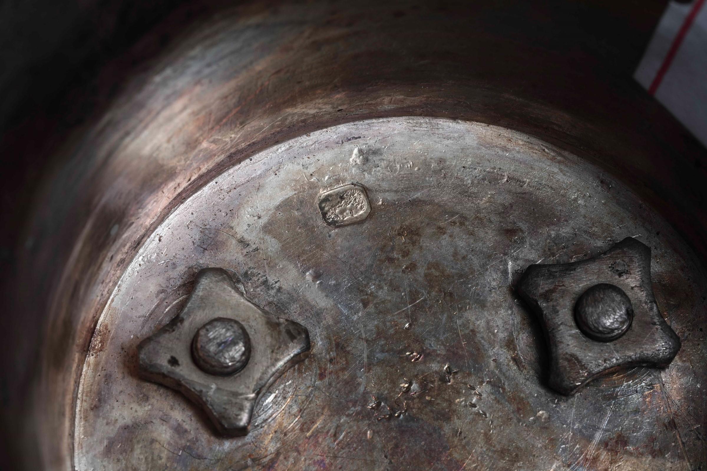 Coppa con coperchio in argento primo titolo fuso, sbalzato e cesellato. Parigi XIX [...] - Image 2 of 6