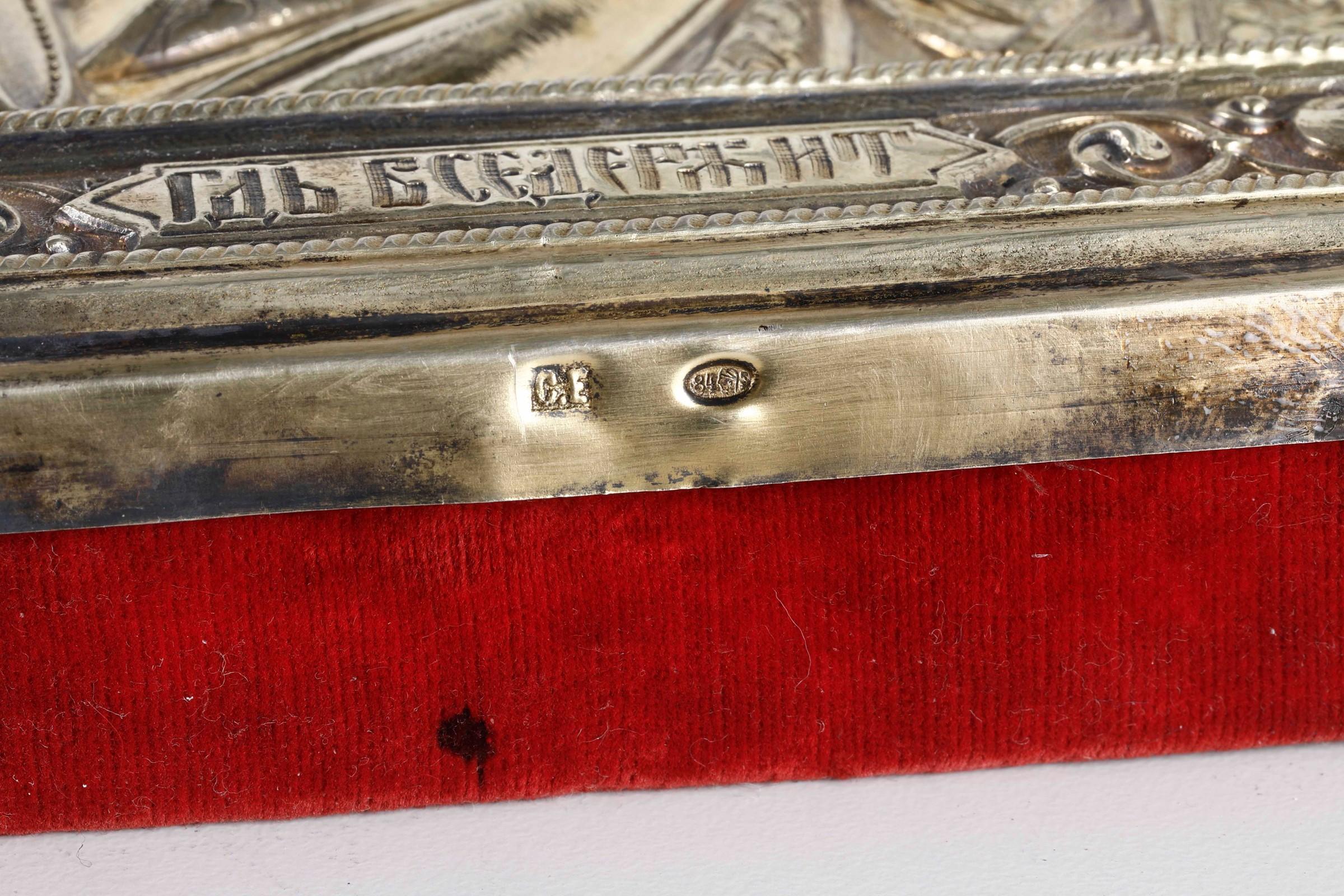 Icona con riza in argento sbalzato, cesellato e dorato raffigurante Cristo [...] - Image 2 of 2