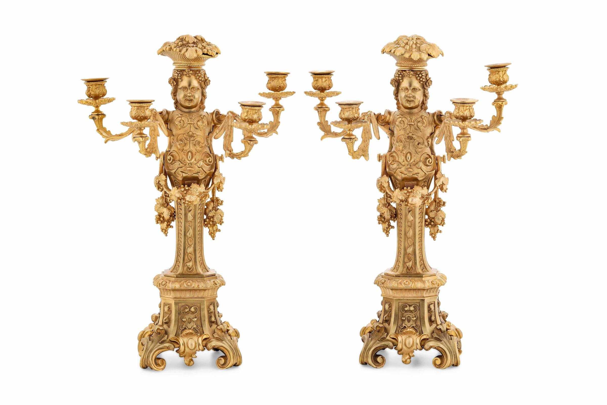 Coppia di candelabri in bronzo dorato. Fonditore del XX-XXI secolo, - cm 54 Fusto ad [...] - Image 2 of 2