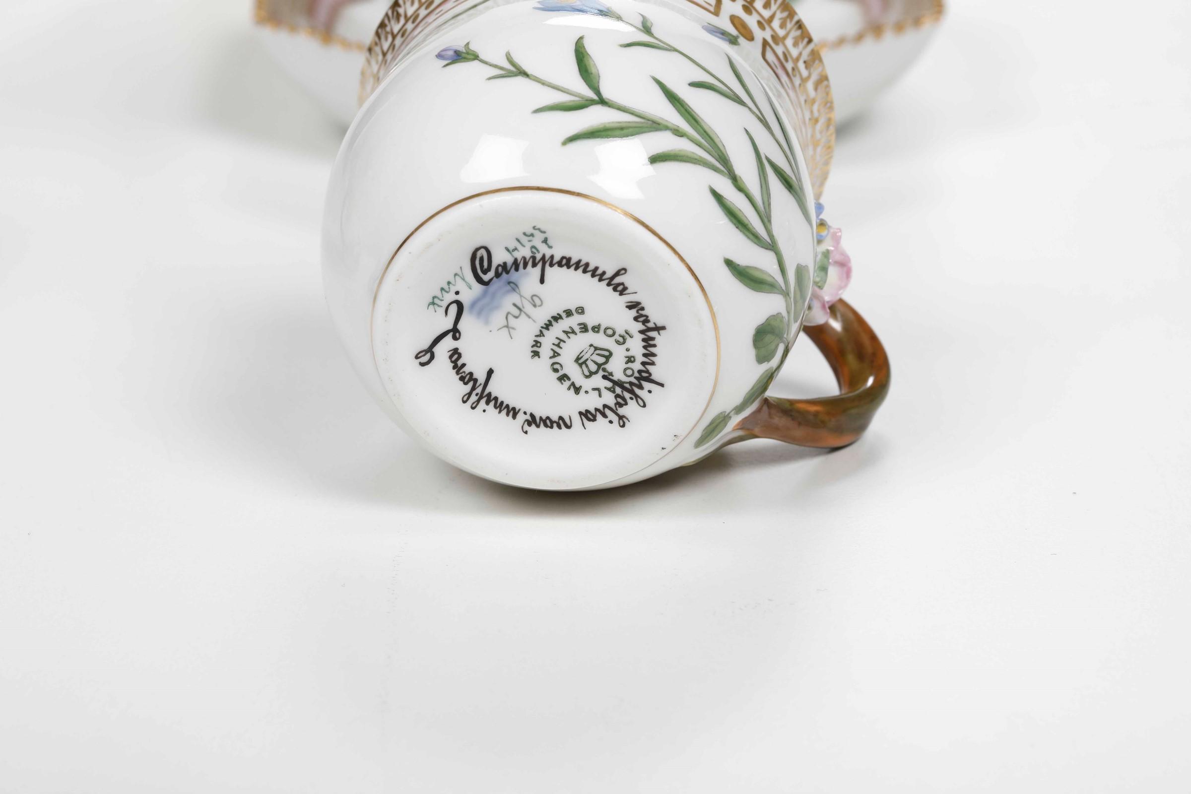 Coppia di tazze da brodo dal servizio Flora Danica Danimarca, Manifattura Royal [...] - Image 3 of 3