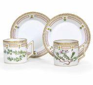Coppia di tazzine con piattino dal servizio Flora Danica Danimarca, Manifattura Royal [...]