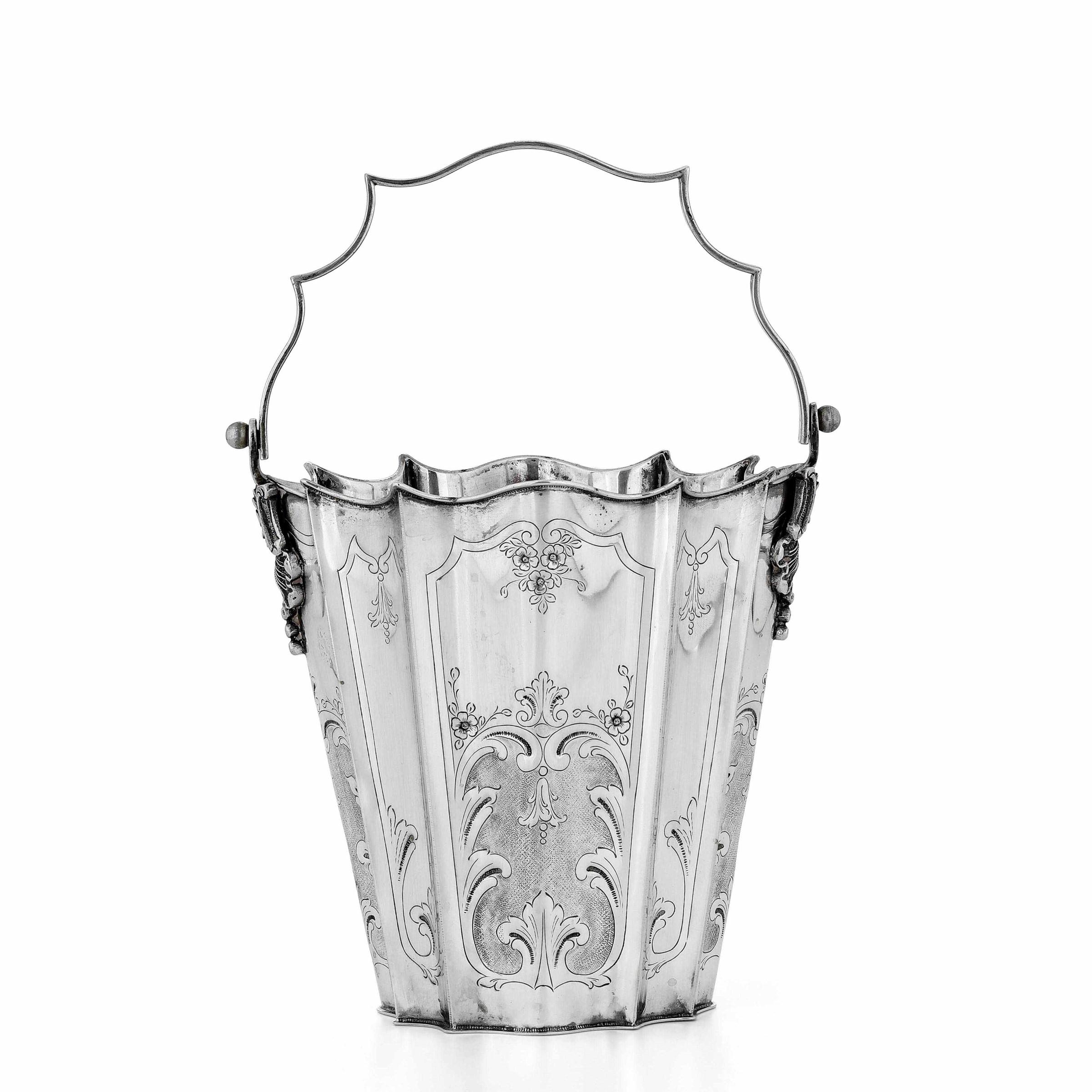 Rinfrescatoio in argento cesellato. Argenteria artistica italiana del XX secolo, - [...]