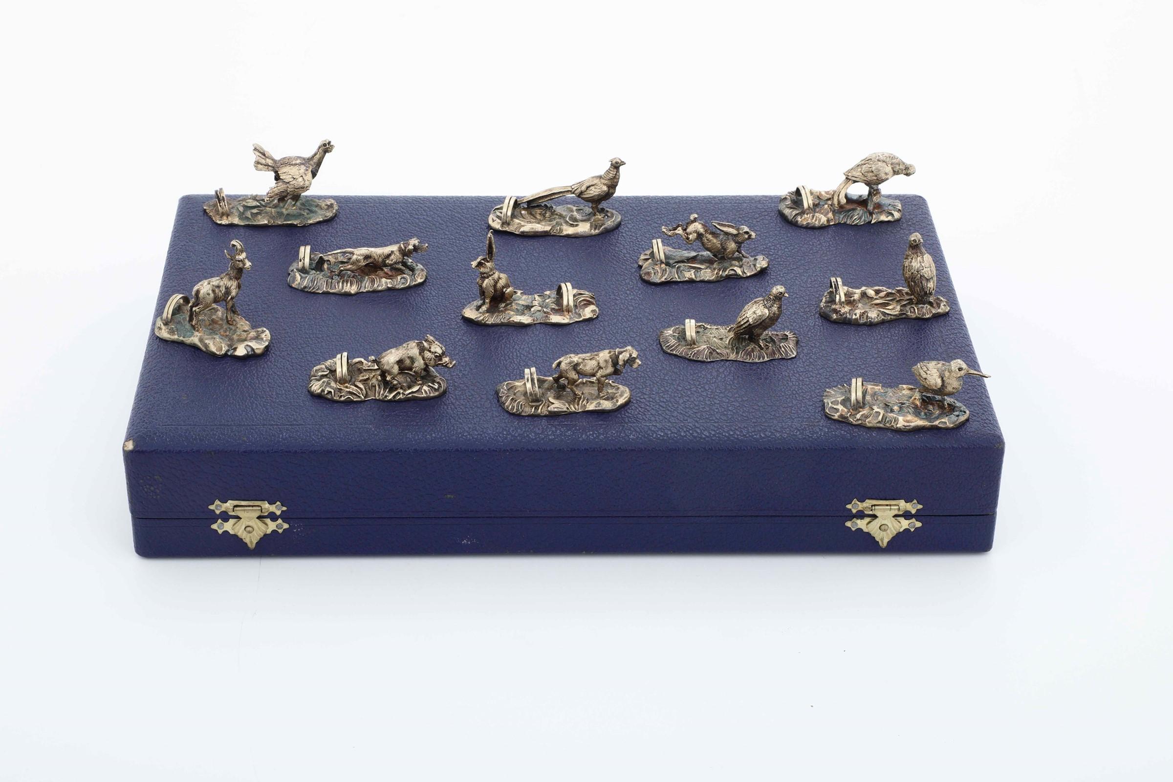 Set di 12 segnaposto in argento modello animalier. Argenteria italiana del XX secolo. [...] - Image 3 of 5