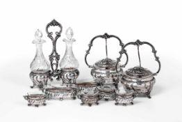 Set in argento e vetro molato composto da due formaggiere, un'oliera e sei salierine. [...]