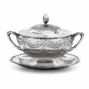 Zuccheriera in argento con piattino. Argenteria tedesca del XX secolo, - gr. 450, [...]