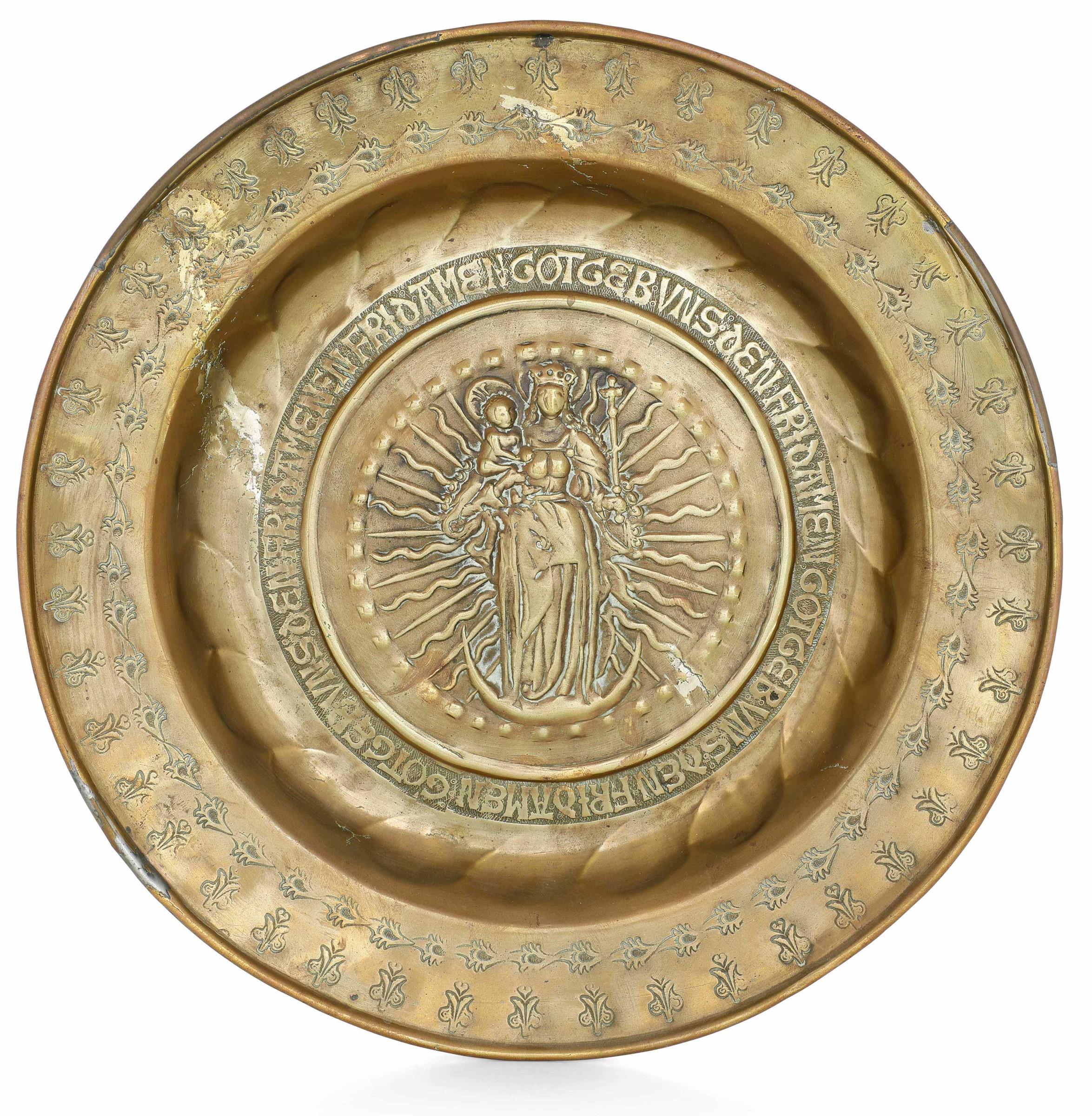A brass plate, Germany, 1500s - diametro cm 36. Cavetto con raffigurazione della [...]