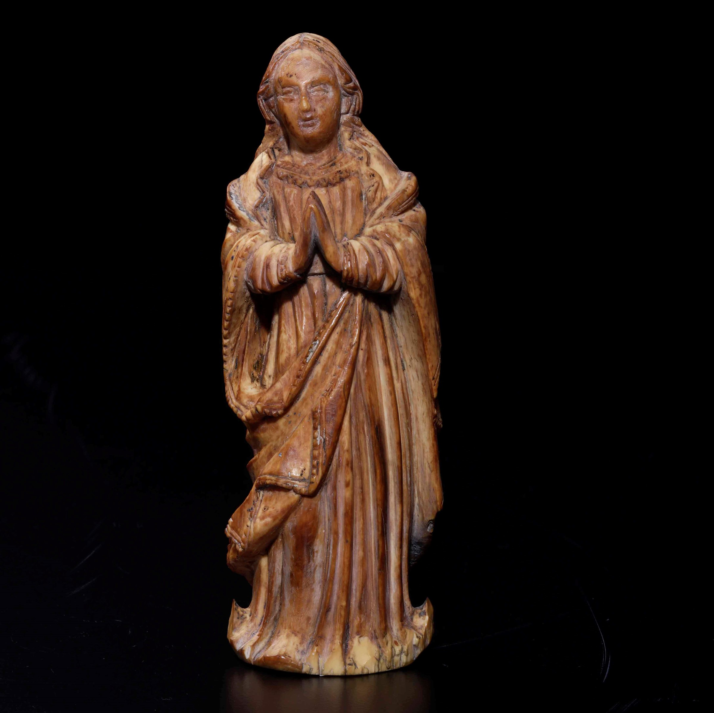 An ivory sculpture, Portugal or Philippines, 1700s - cm 15 -