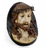 A wax Ecce Homo, Tuscany, late 1700s - cm 35x27. Il rilievo ovale raffigurante il [...]