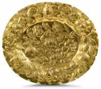 A copper tray from beyond the Alps, 1600s - cm da 49 a 42. Ricchi decori vegetali e [...]